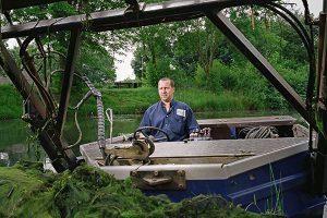 Baggeraar aan het werk, waterschap Brabantse Delta