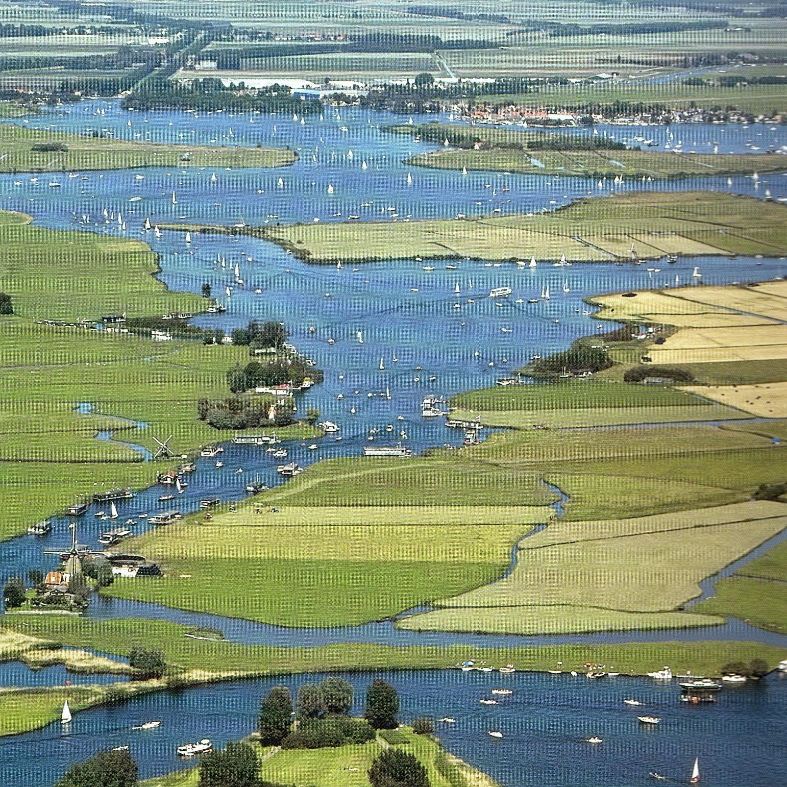 Luchtfoto van de Kagerplassen in het hoogheemraadschap van Rijnland |  Waterschappen.nl