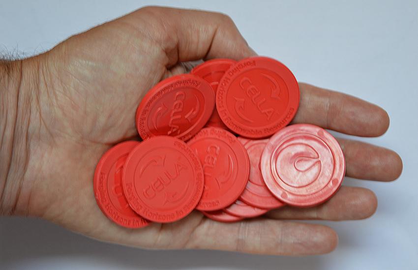 Plastic muntjes, gemaakt uit afvalwater