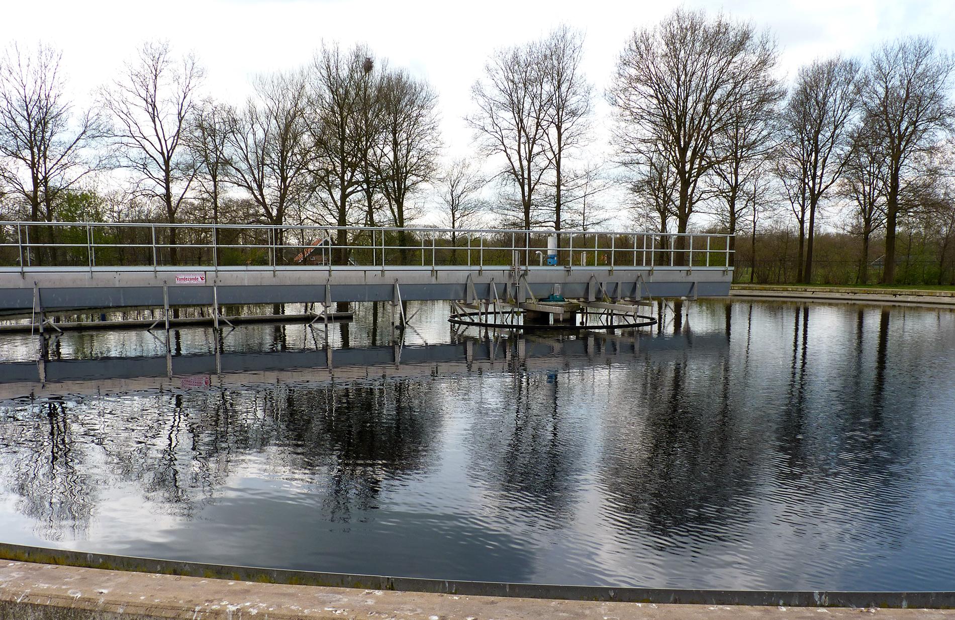 Bassin van rioolwaterzuiveringsinstallatie bij Winterswijk
