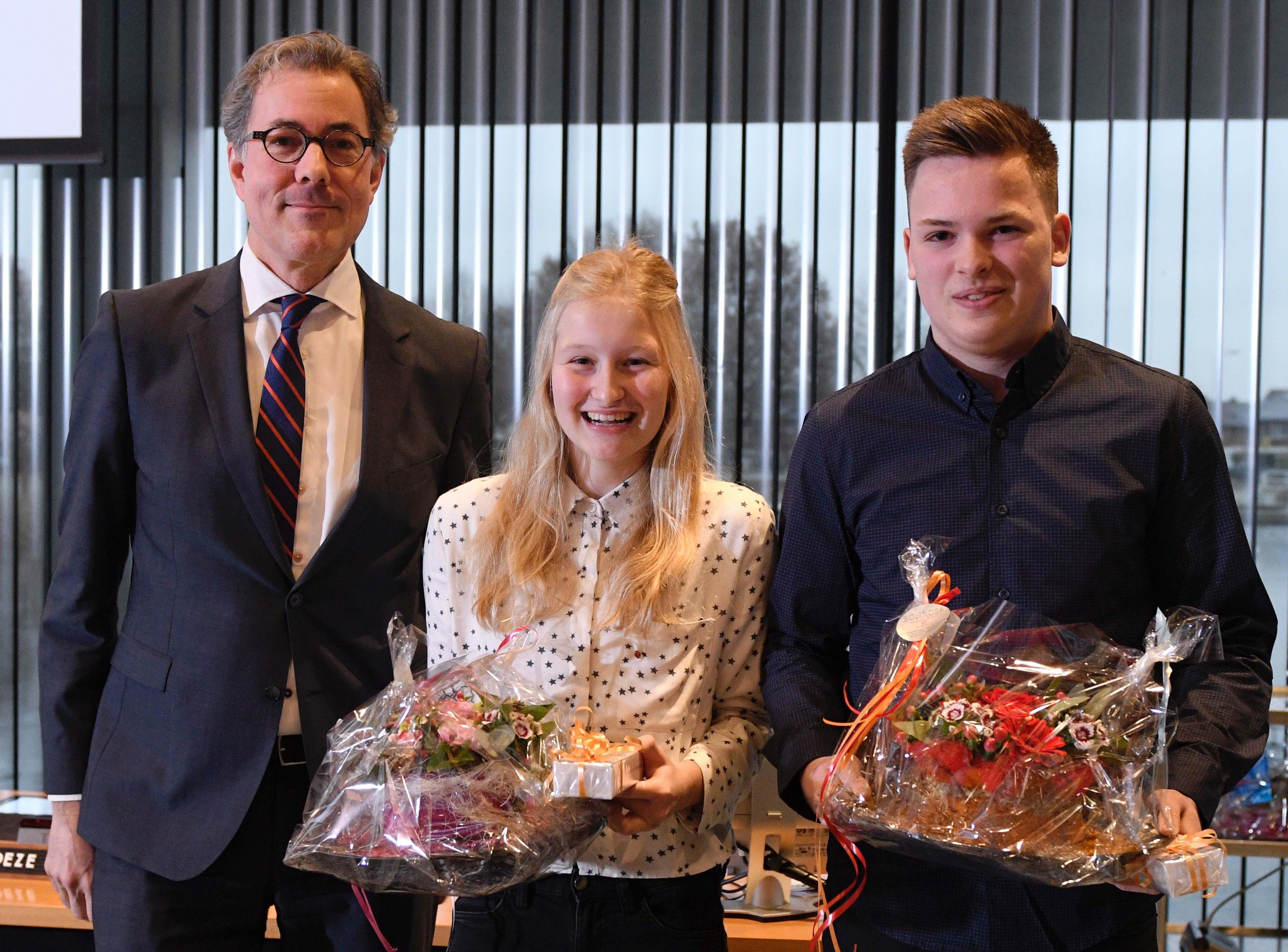 Nieuwe jeugdbestuurders Vechtstromen krijgen een bloemetje